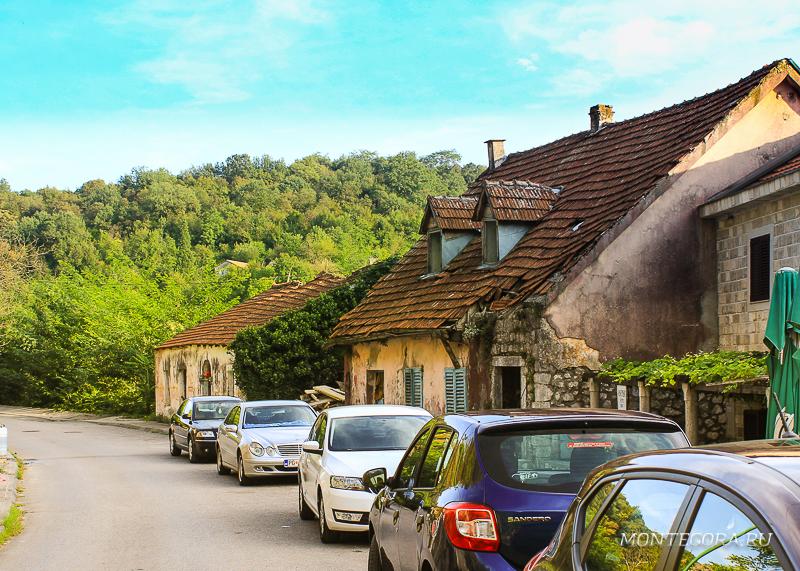 В районе Скадарского озера расположено несколько поселений и замков