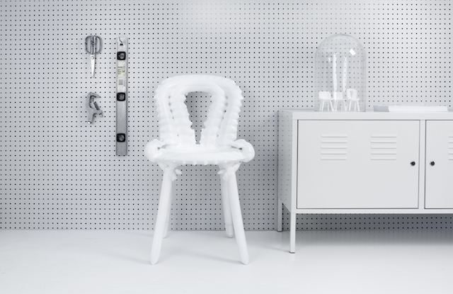 White 3D-Printed Chair (5 pics)