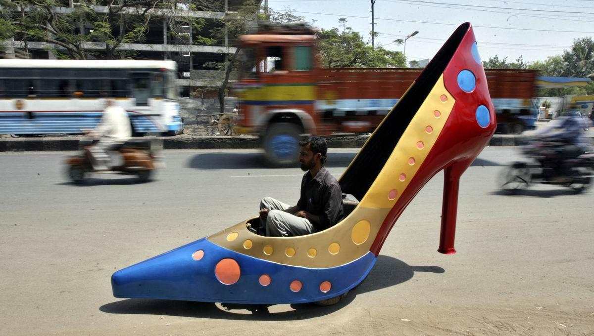 Все милая, я уже еду!: Моторизированный индийский подкаблучник