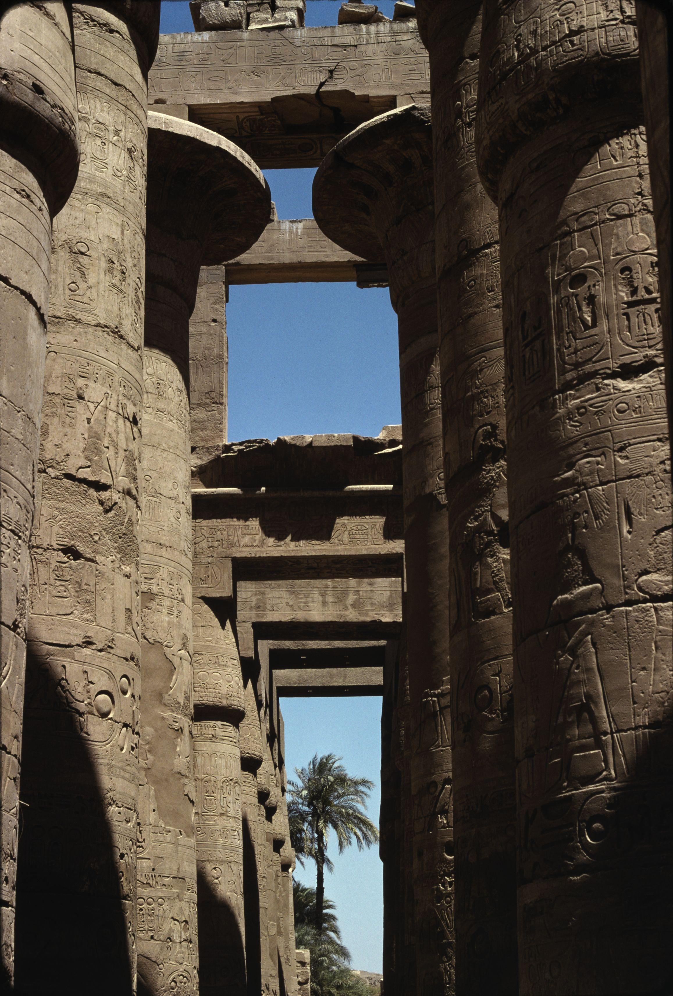 Храм Амона-Ра. Большой колонный зал. 1300 до н.э.