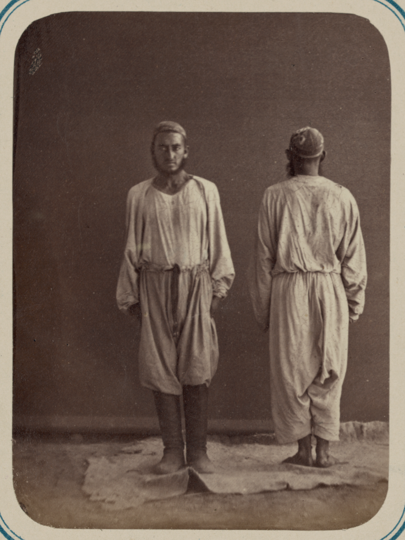 Мужская одежда. Мужчины в свободных штанах