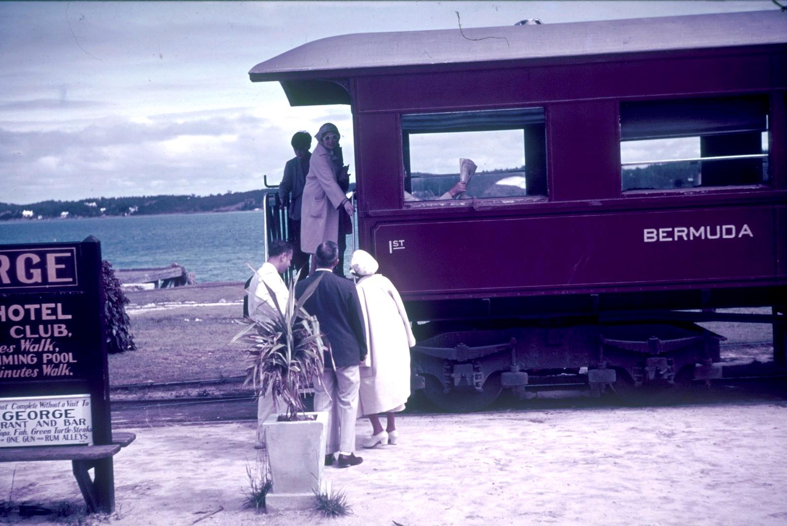 Бермудские острова.  Гамильтон. Платформа поезда на Бермудской железной дороге