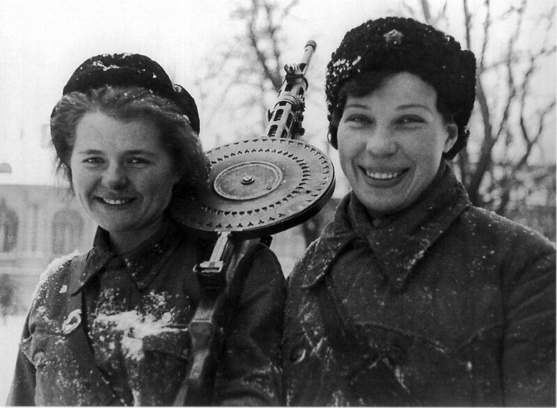 Leningrad Siege. Fighter with a machine gun battalion machine gun Degtyarev (DP). January 1943. Photo B. Vasyutinskii