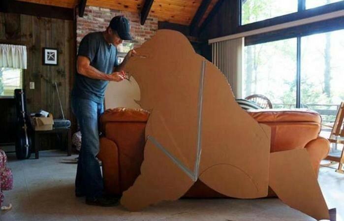 Художник Джон Маршал создает картонные фигуры, которые оживают на фоне заката солнца