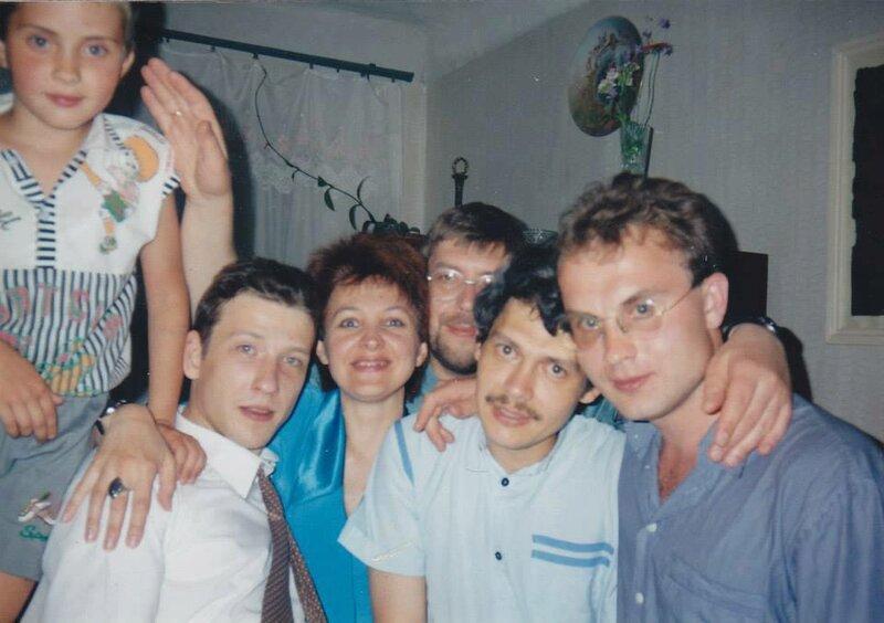 В Питере, 90-е гг. Андрюша Пурин, Борис Рыжий, Ольга Круглова, Алексей Пурин, я