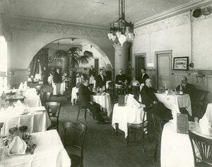 Вид зала ресторана Доминик (Невский проспект, 24).