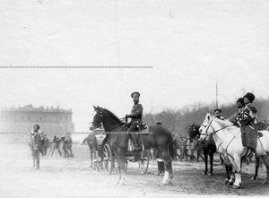 Император Николай II принимает парад войск.