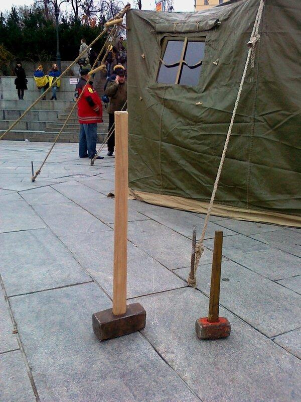 Установка палатки на Евромайдане