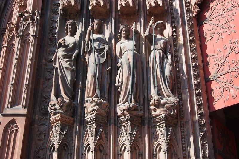 Страсбургский собор. Левый вход. Добродетели и побежденные пороки