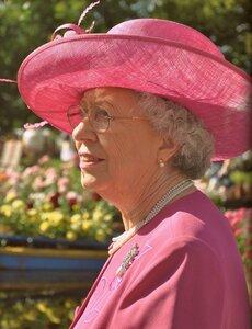 Чем не английская королева?