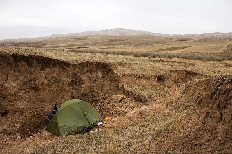 палатка в овраге