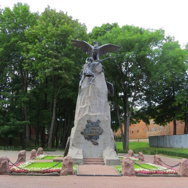 Памятники на могилу смоленское кладбище Цоколь резной из габбро-диабаза Баксан