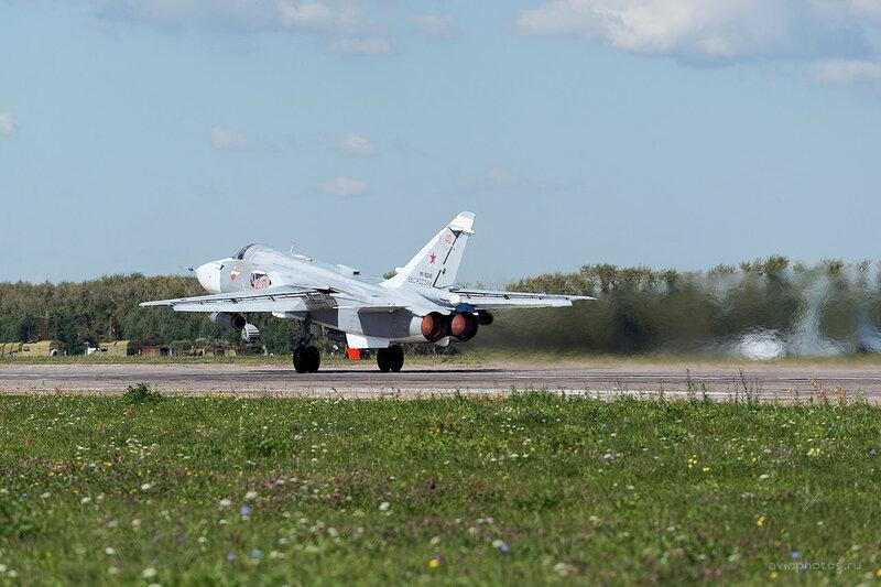 Сухой Су-24М (RF-92245 / 40 красный) D809862