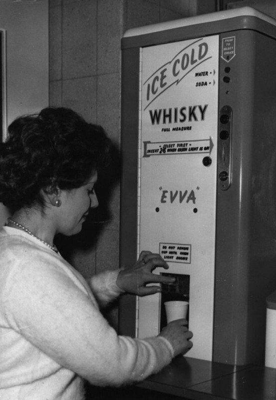 Автомат по продаже виски. США, 1964 г..jpg