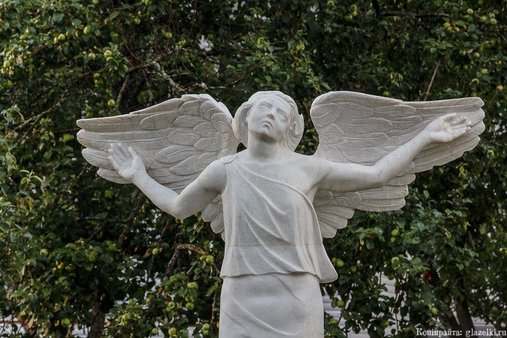 Раифа. Скульптура ангела.