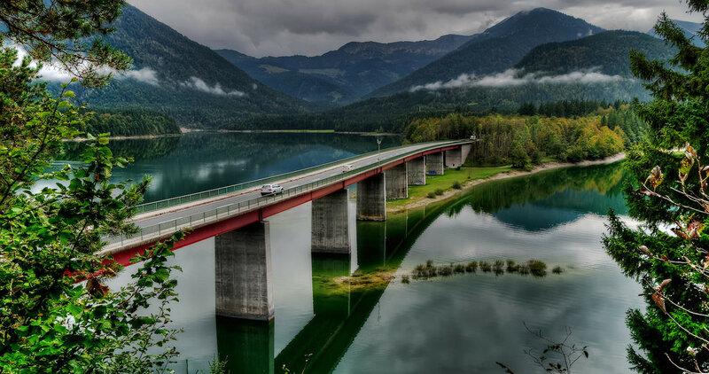 Brücke über den Sylvensteinsee.jpg
