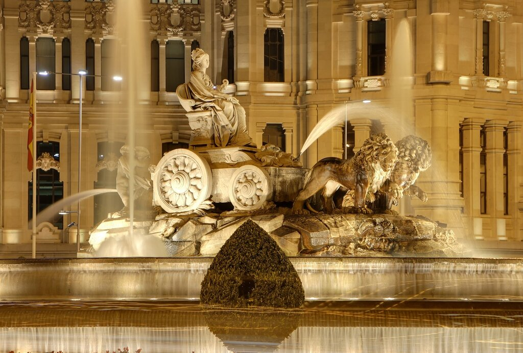 Ночной Мадрид. Фонтан Сибелес (Fuente de Cibeles).