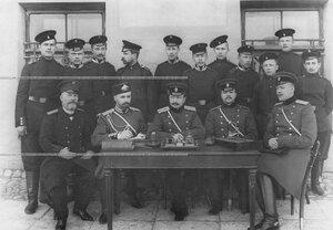 Личный состав канцелярии батальона .