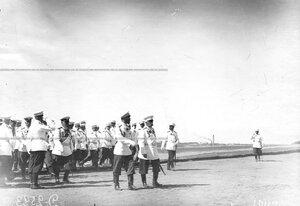 Император Николай II и высший офицерский состав  паправляются принимать парад полка по случаю празднования 25-летнего юбилея шефства Николая II над полком.