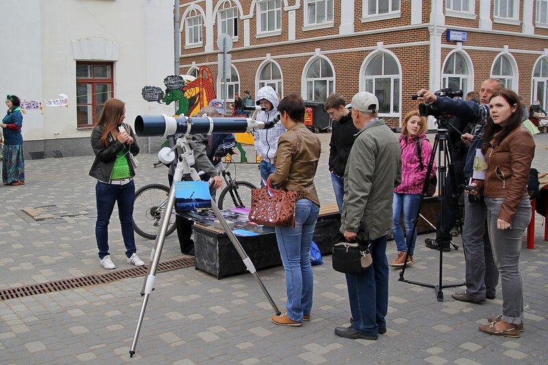 Вятский Арбат: любой желающий может посмотреть в телескоп