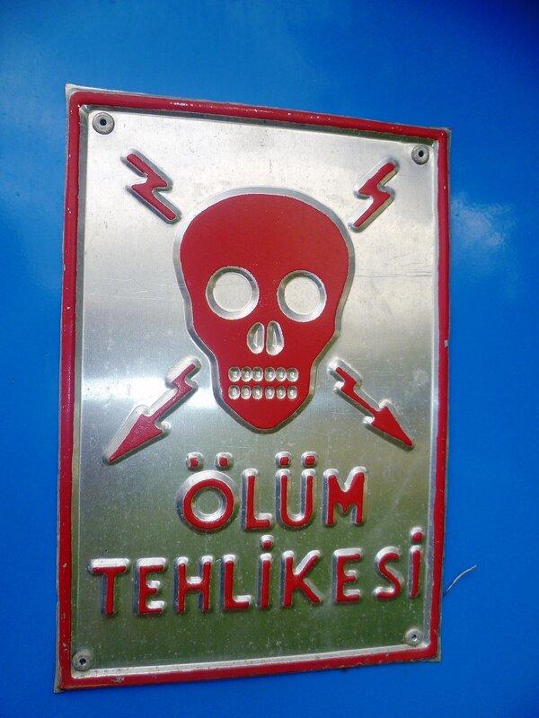 Стамбул - знак высокого напряжения (Istanbul - a sign of high voltage).