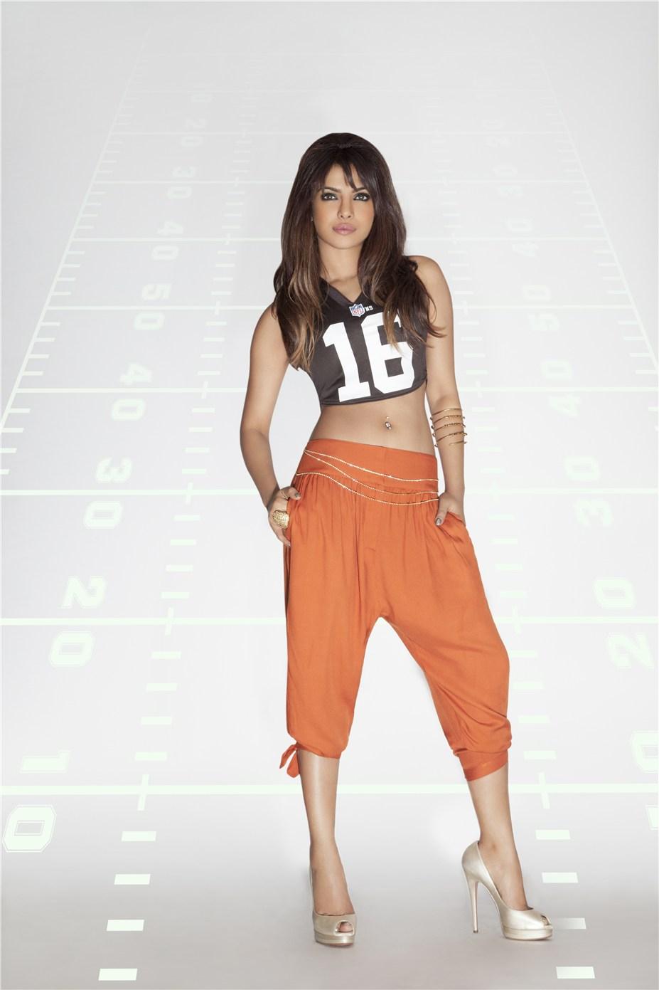 Priyanka Chopra / Приянка Чопра в униформе команды NFL Cleveland Browns / сезон 2013-14
