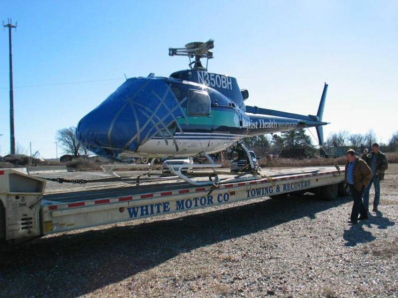 Встреча медицинского вертолета со стаей птичек