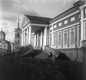 Дворец, или Большой дом