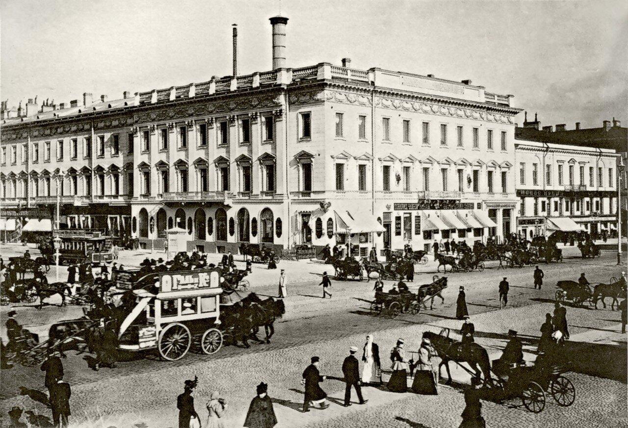 Пересечение Невского проспекта и Михайловской улицы