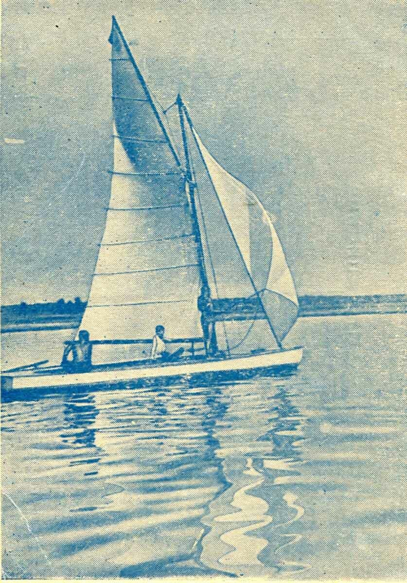 Яхта на реке Каме