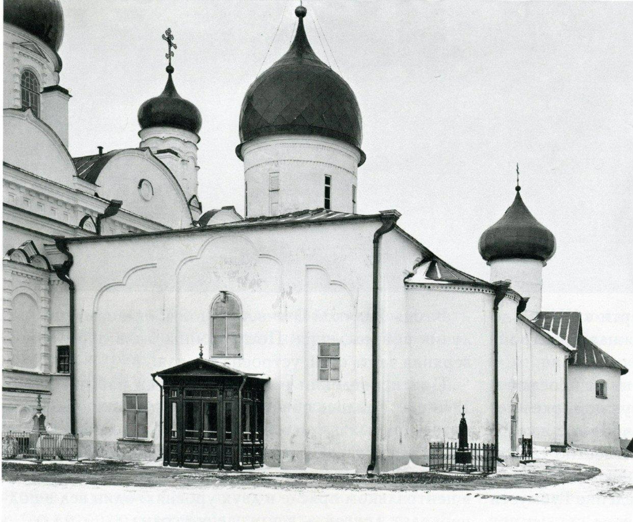 Покровская церковь Зверина монастыря. Вид с юго-востока