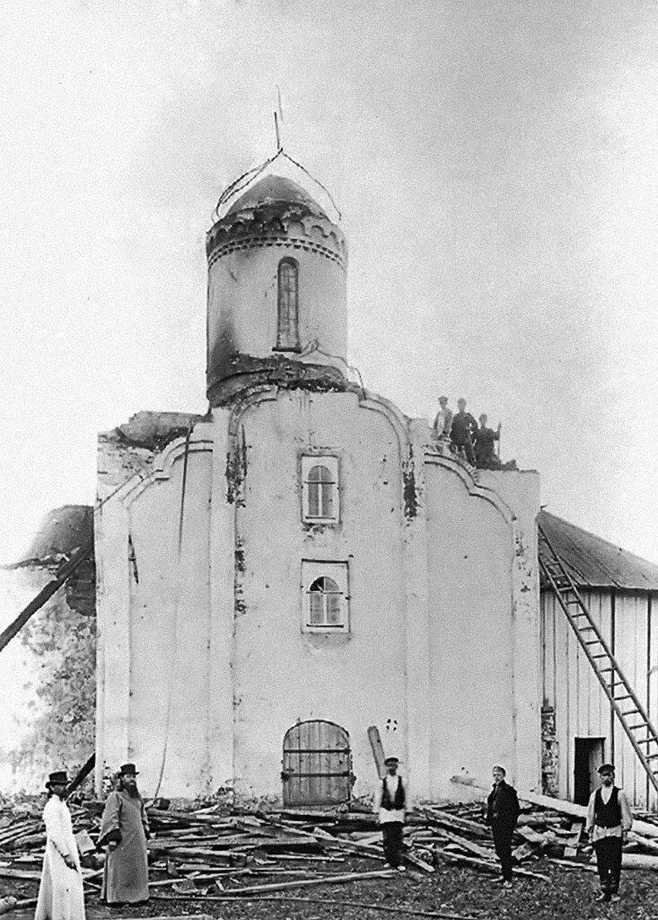 Церковь Двенадцати Апостолов. Вид с севера после пожара 1905 г.