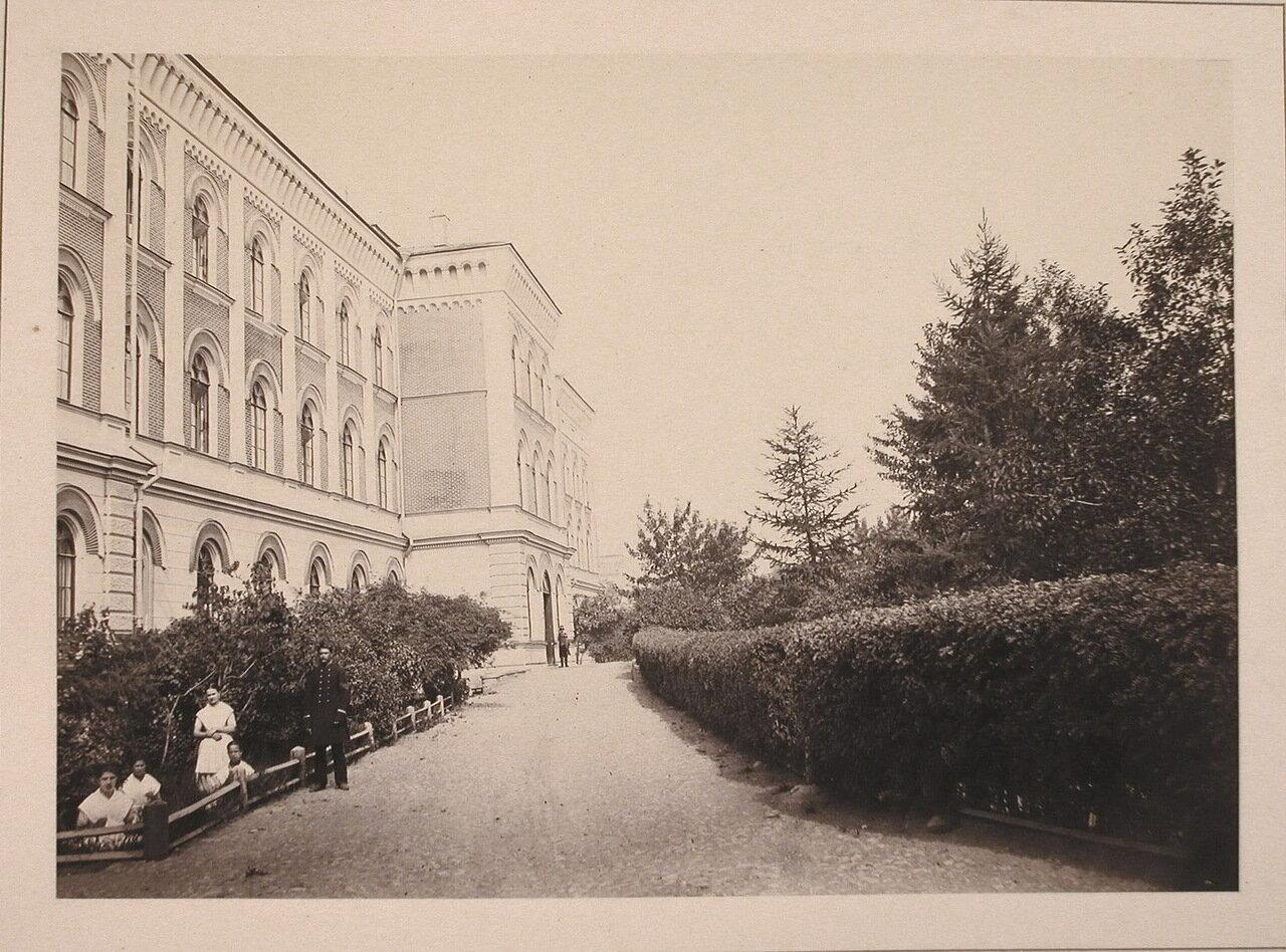 Вид бокового фасада здания Павловского института