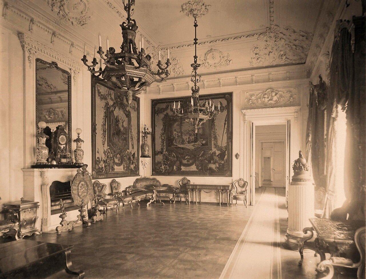 Интерьер гостиной в резиденции их высочеств в Большом Кремлёвском дворце