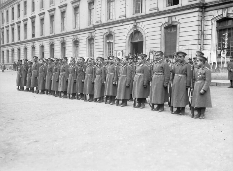 Soldiers of the Russian Expeditionary Corps in Paris, 1916.