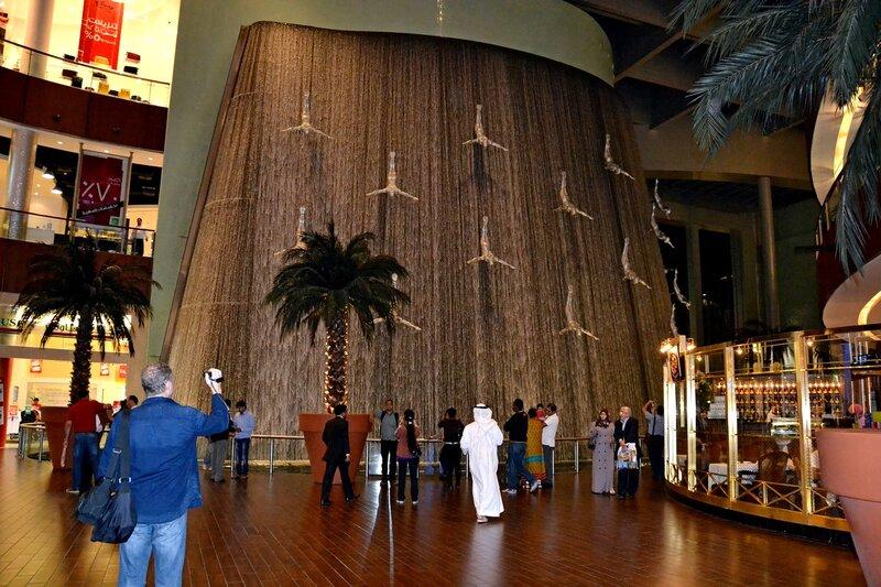 Водопад в центре «Дубай»