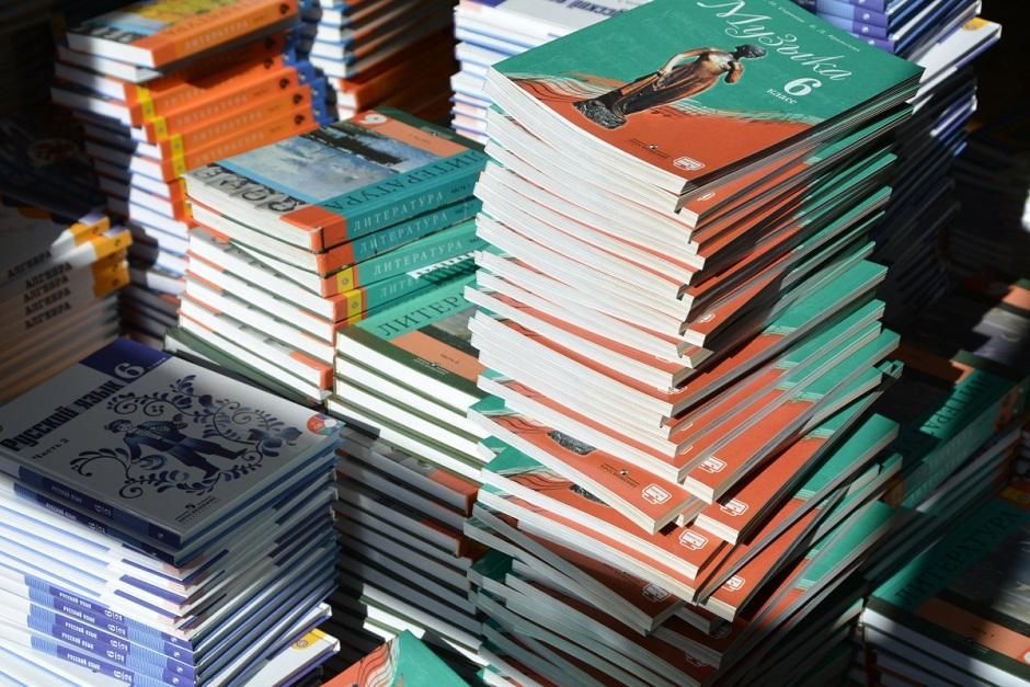 Школы  района обеспечены учебниками на 100%