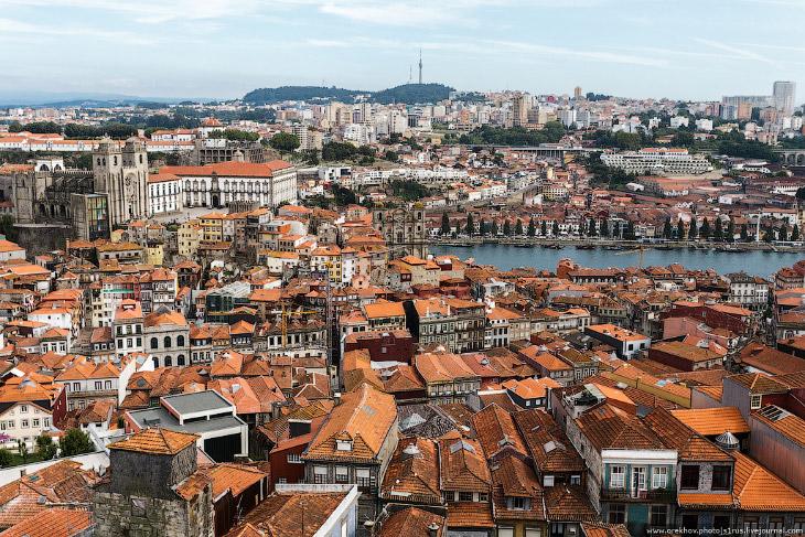 Фотографии и текст Андрея Орехова Порту расположен на 270 км севернее Лиссабона. С хорошими португал