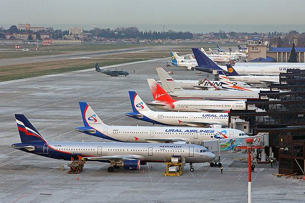 Ваэропорту Сочи из-за столкновения машины обеспечения ссамолетом схвачен  ...