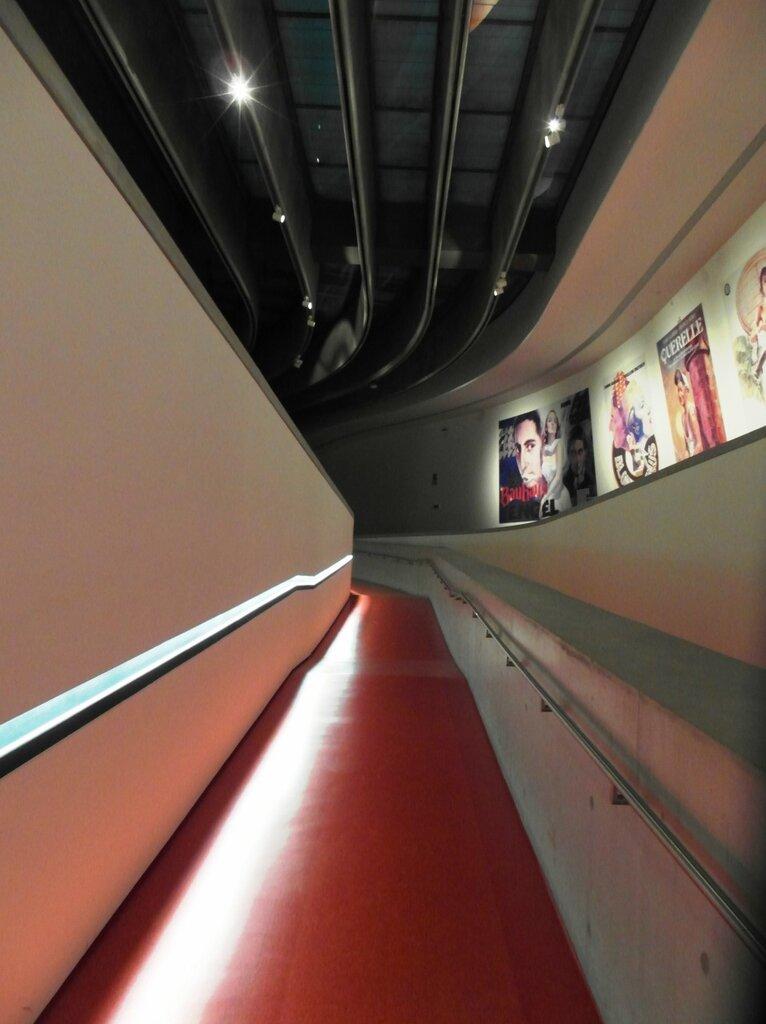Рим по MAXXIмуму. Волшебные лестницы Захи Хадид