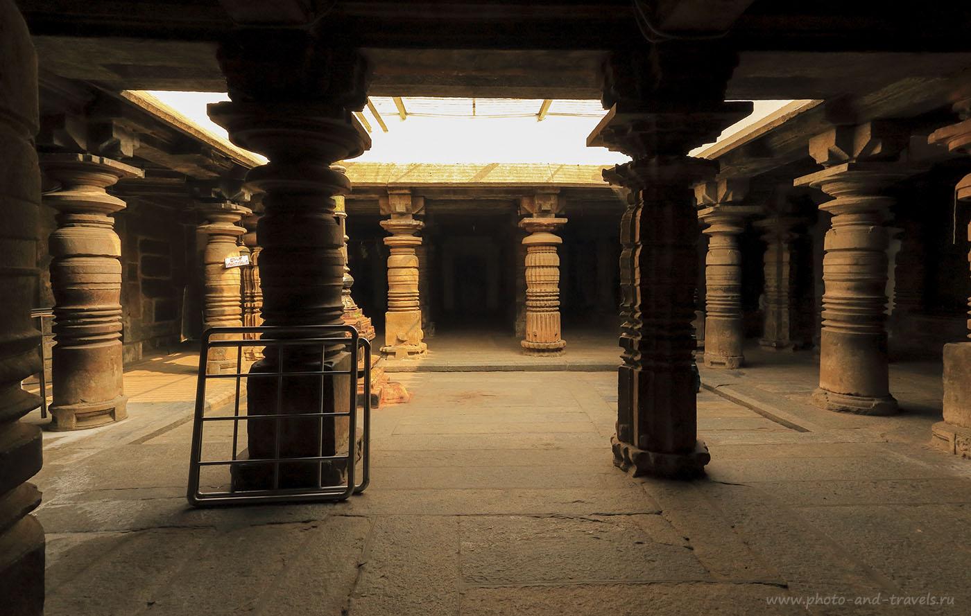 Фото 5. Колоннада в храме Шрирангапатнам. Отчет туриста из России о поездке по достопримечательностям Карнатаки в Индии.