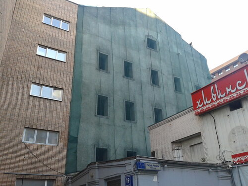 Монтаж защитной сетки на фасад