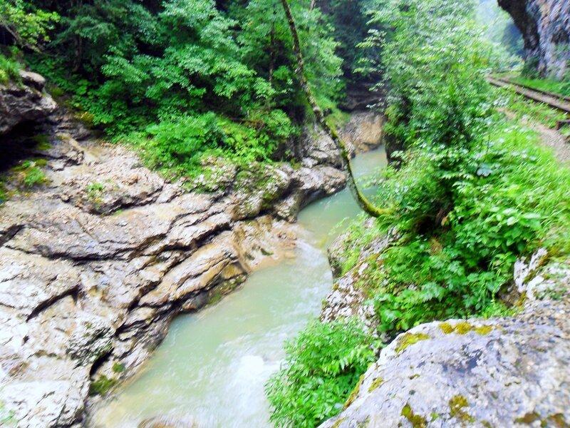 Вода бегущая, лето туристическое