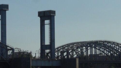 железнодорожный мост через Неву