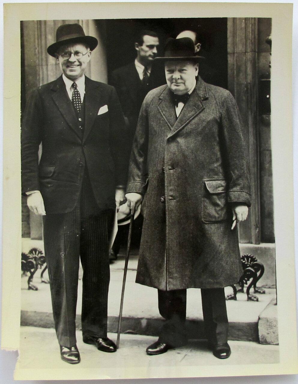1940. Посол США Джозеф Кеннеди и Уинстон Черчилль.