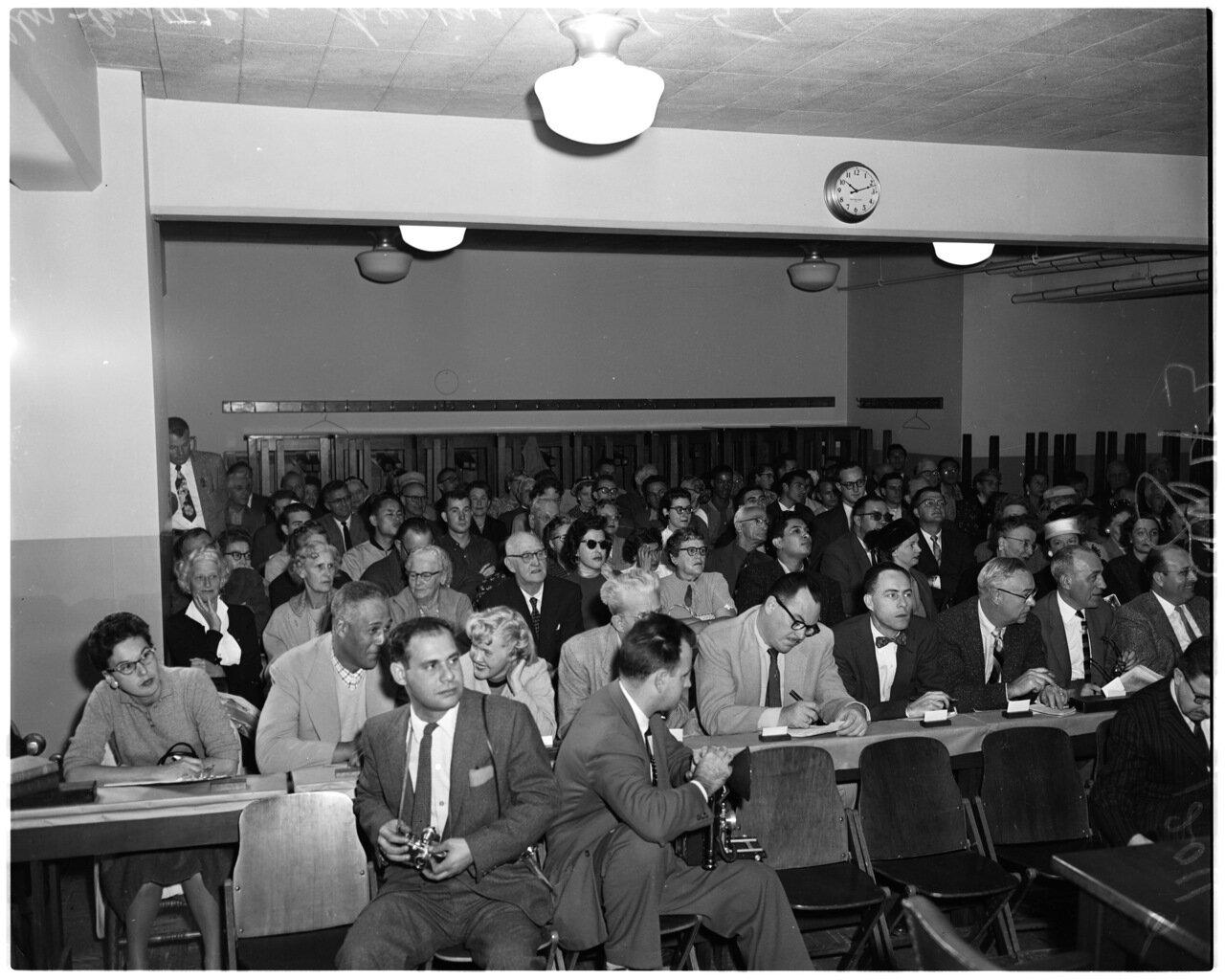 1956. 6 декабря. Комиссия по расследованию антиамериканской деятельности. Публика в зале