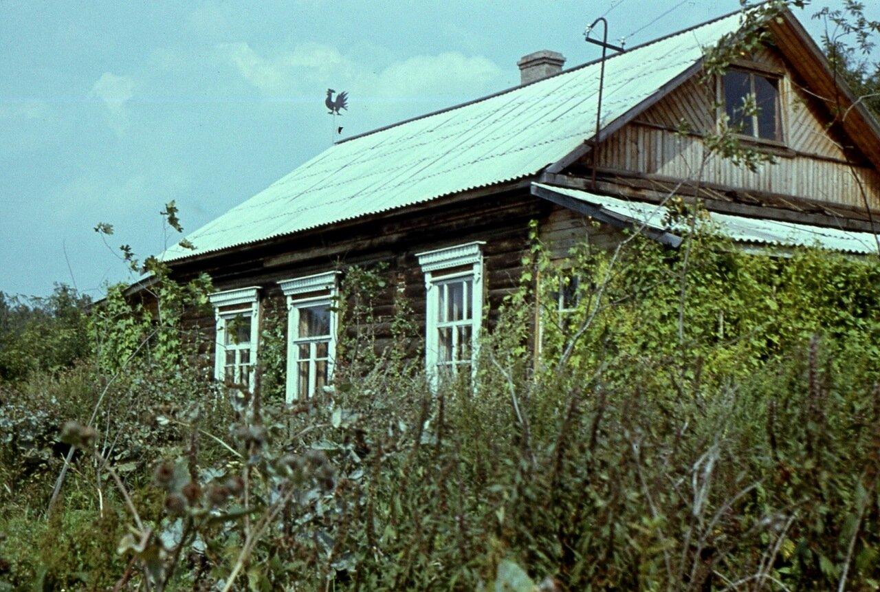 15.  На крыше - петушок