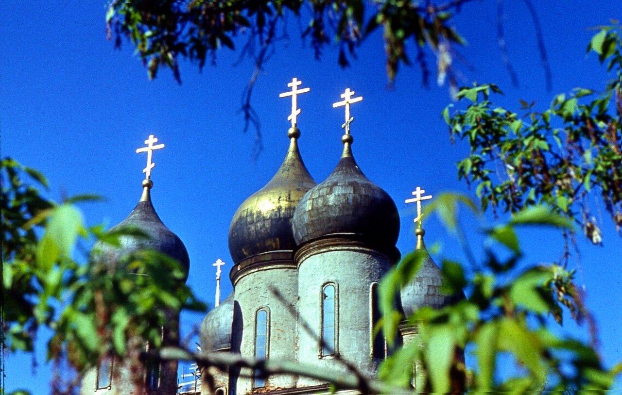 40.  Купола  Успенского  собора