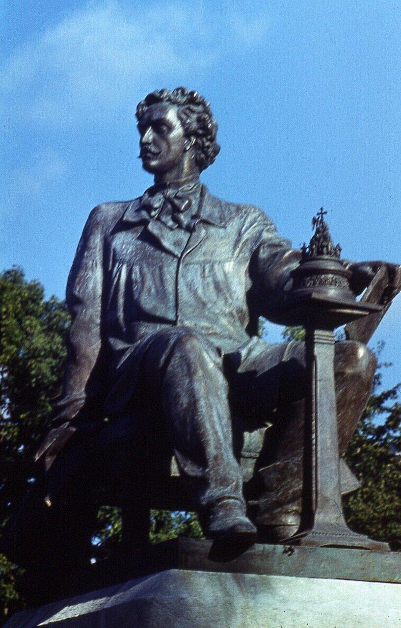 13. Памятник  скульптору  М.О.Микешину