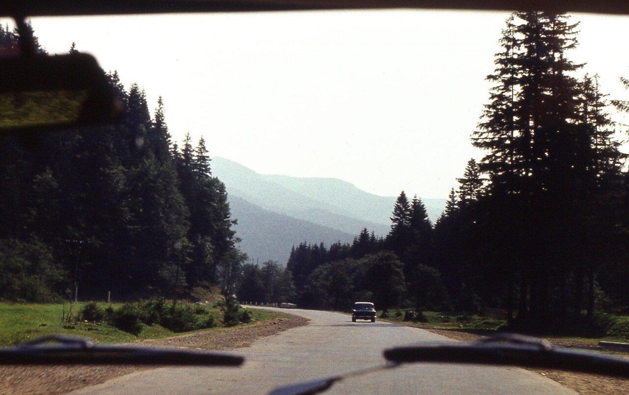 25.  Дорога  в  горах